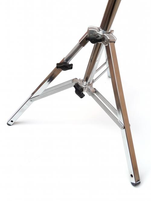 Detalle de las patas del pie de estudio de inox