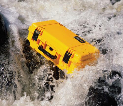 Trolley Pelican Storm iM2500con válvula Vortex® y foam de color amarillo
