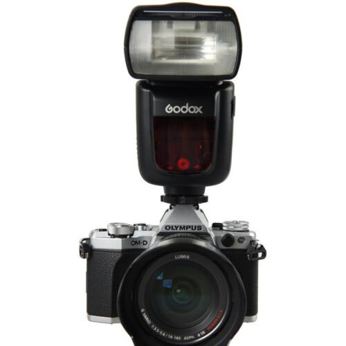 Godox V860IIO montado en cámara Olympus