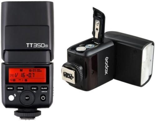 Detalle Godox TT350N pantalla y acceso baterías