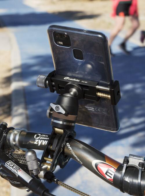 Leofoto MC-30 en manillar de bicicleta