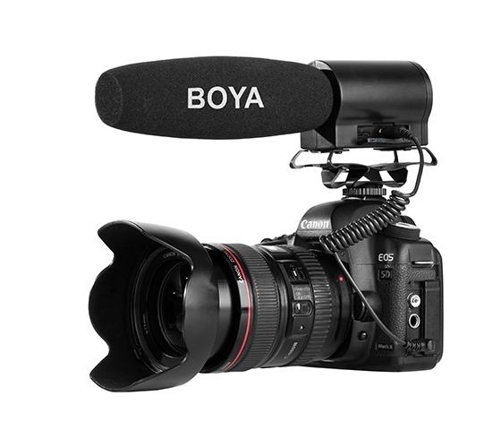 Micrófono de cañón Boya BY-DMR7 en DSLR