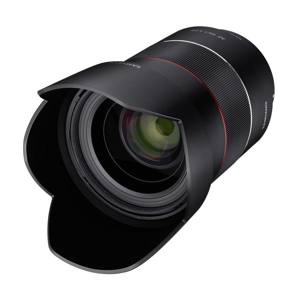 Samyang Af 35mm F1.4 FE Sony E con parasol montado